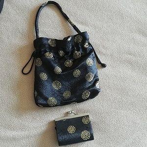 Handbags - Black n Gold hand wristlet with coin purse